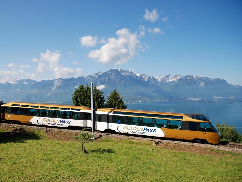 Von Zermatt nach Montreux und zurück im Panoramazug die Goldenpass Line genießen