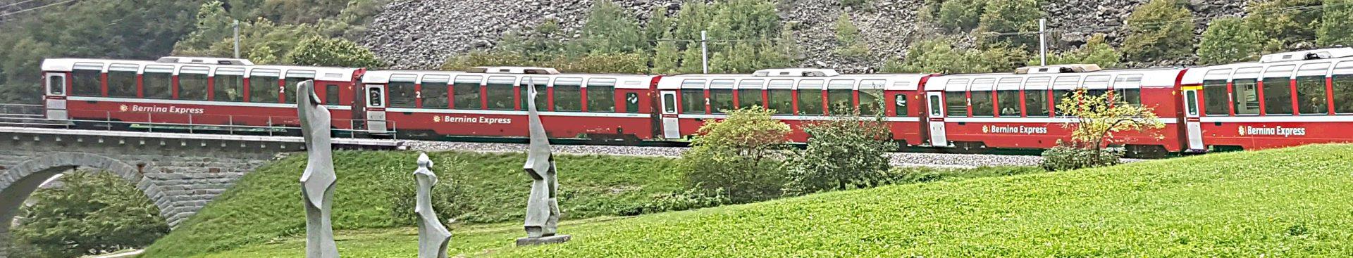 Bernina Express über den Kreisviadukt von Brusio
