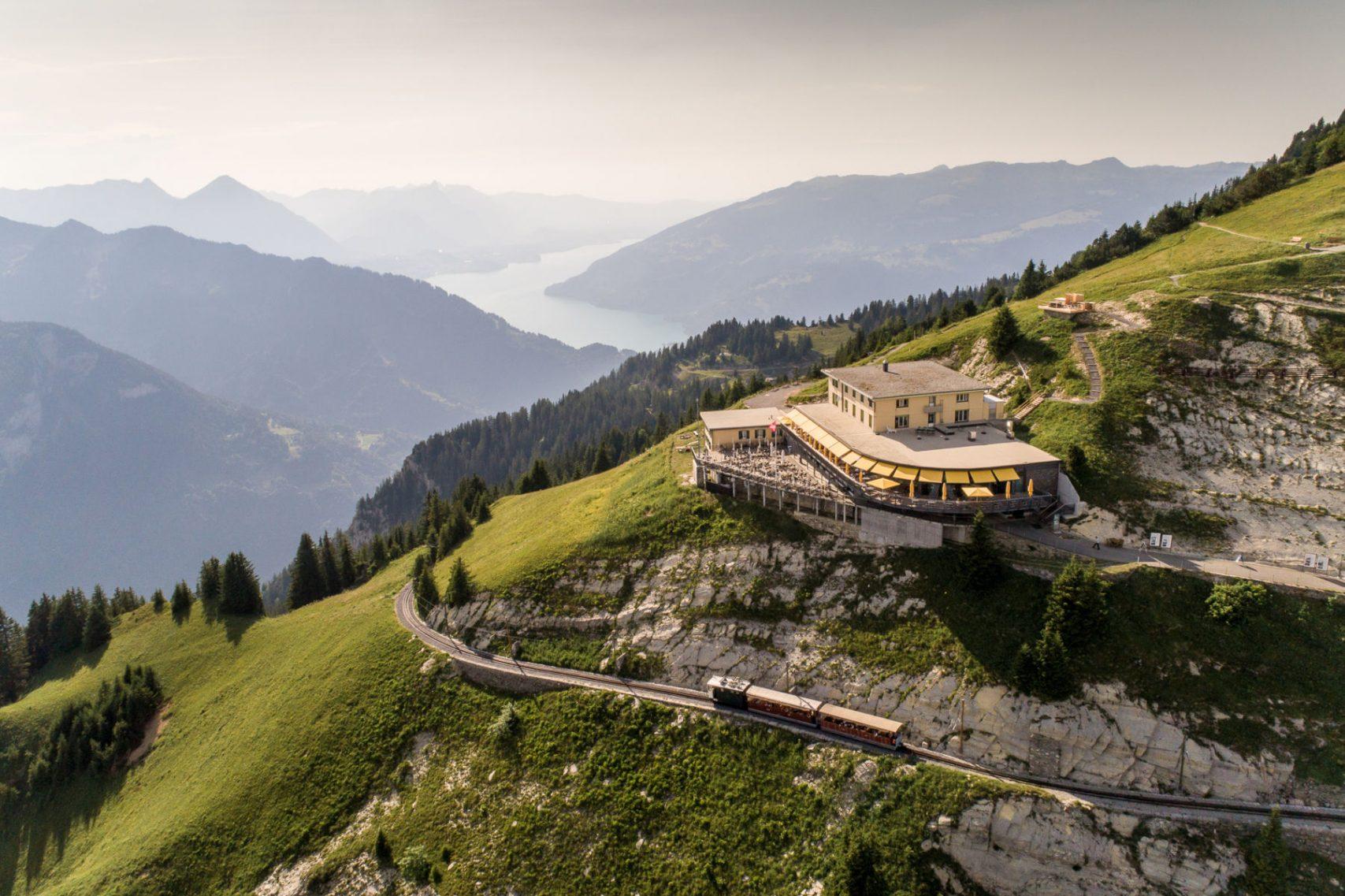 Schynige-Platte-Wandern-Berghotel-Schynige-Platte-Bahn01 © Jungfraubahnen 2019