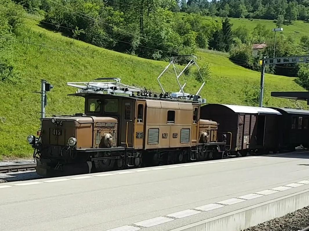 Zügenschlucht mit historischem Zug-Video2_Moment2
