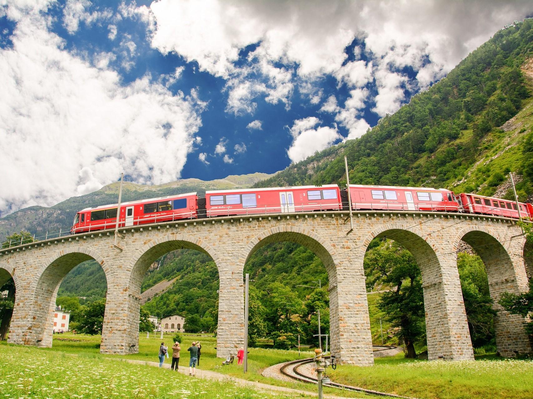 train-4176196_1920 Brusio pixabay edited